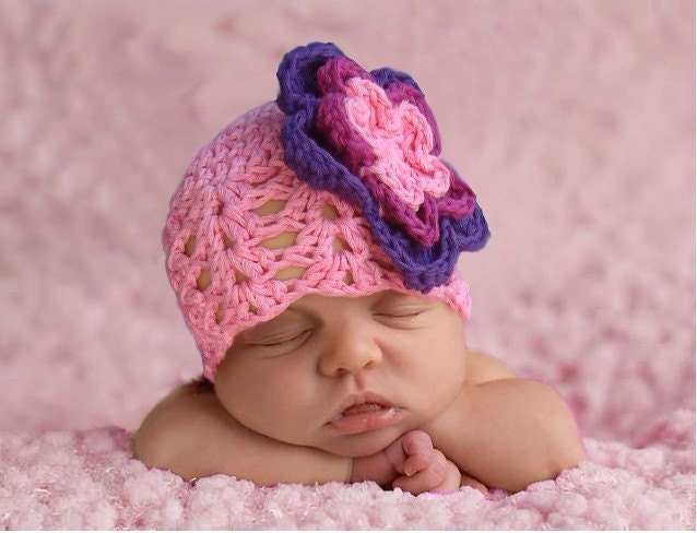 Bright pink hat with big crocheted flower. Sizes from 0 to12 month. Perfect for a gift or for a photo prop.