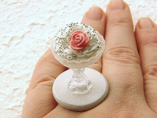 Elegant Vanilla Mousse With Candy Rose Ring