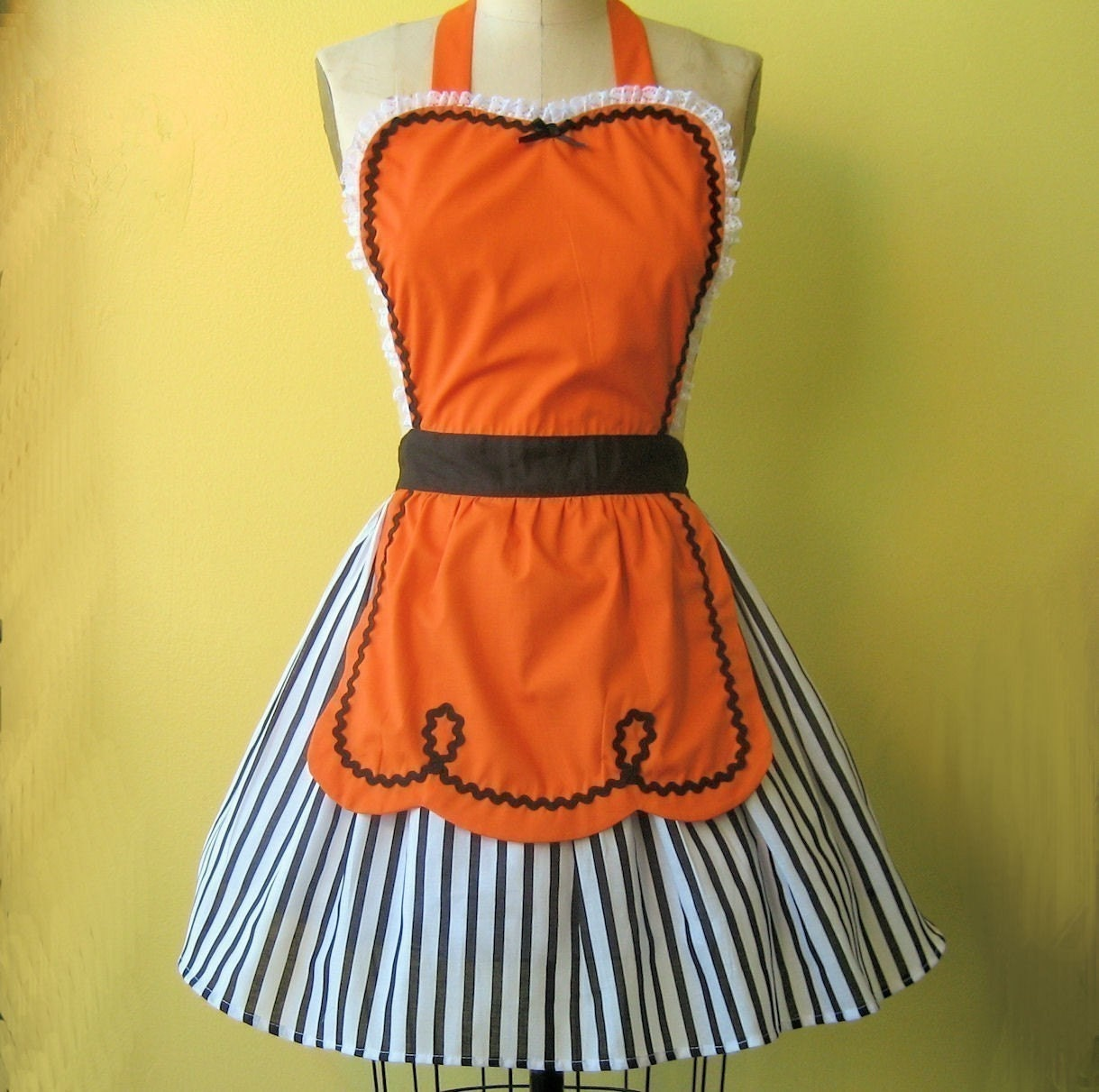retro ORANGE and BLACK full apron 50s DINER WAITRESS ......  ice cream parlor with fifties details make a sexy hostess or bridal shower gift and is vintage inspired womens flirty Thanksgiving Harvest aprons