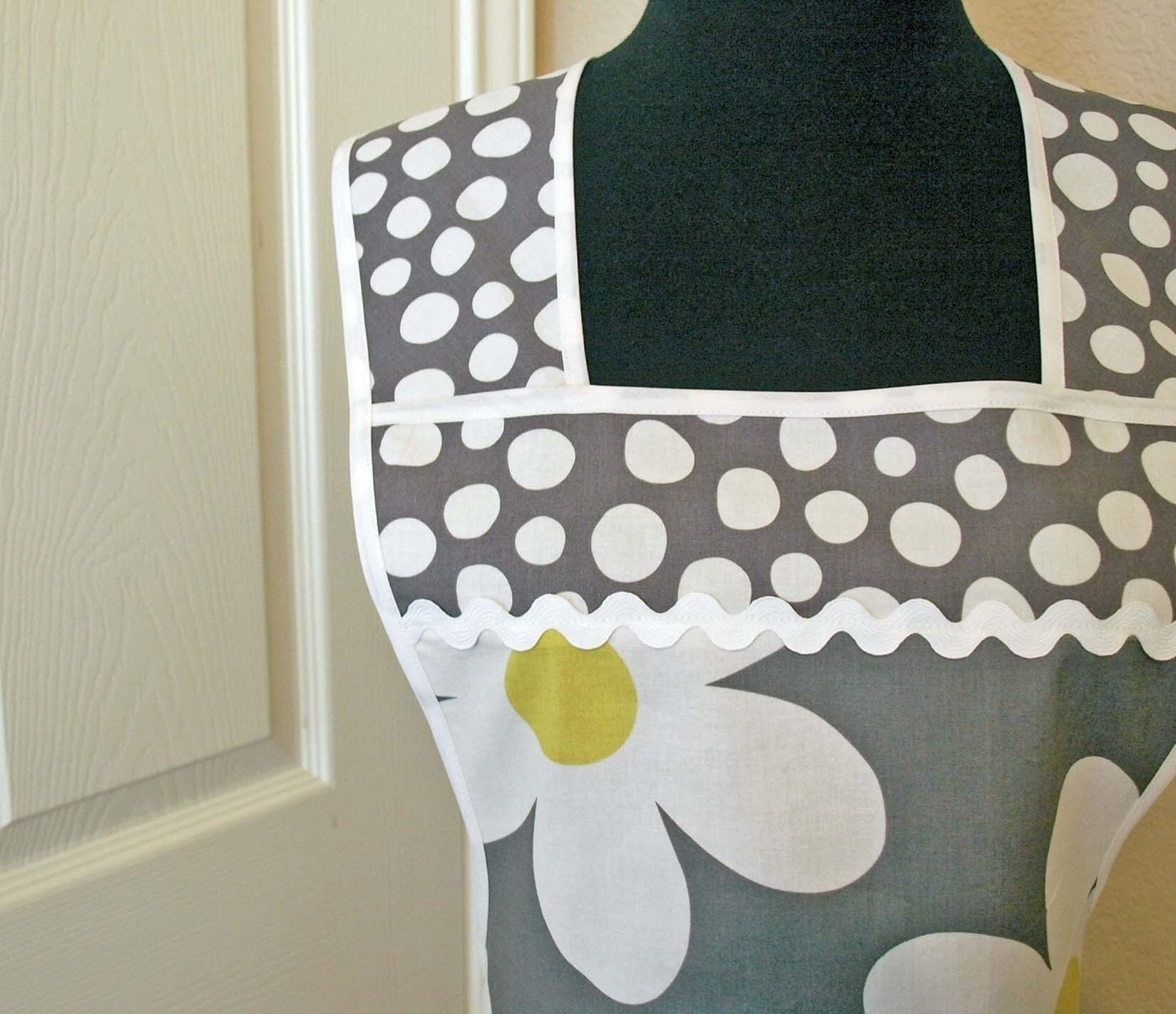 RETRO CHIC APRON - Michael Miller Yellow and Gray  Plain Jane