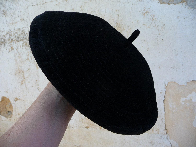 Black large velvet beret