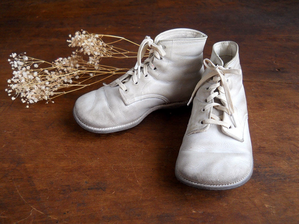 vintage white leather baby shoes 1950 s by whatnotsandsuch