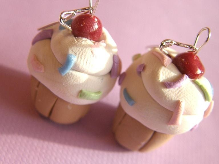 Etsy :: Vanilla flavoured Scrumpcious and Sweet Cupcake Earrings