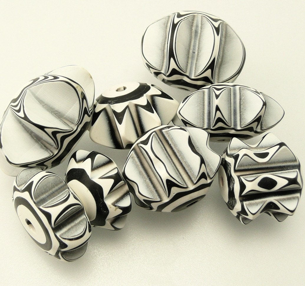 Black and White Extruded Beads (8)
