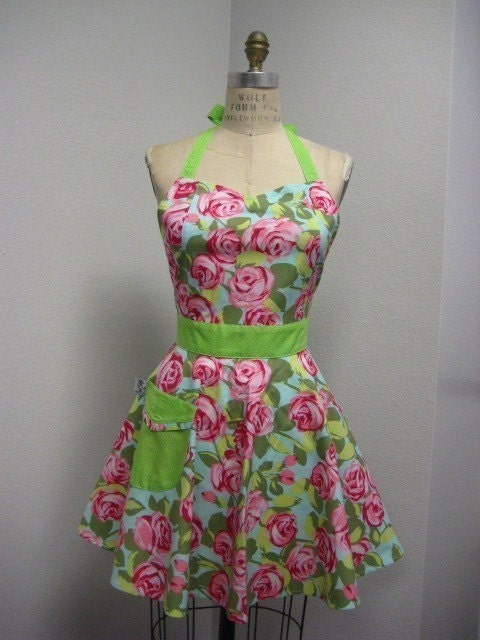 The BELLA  Vintage Inspired Amy Butler Pink Tumble Roses Full Apron