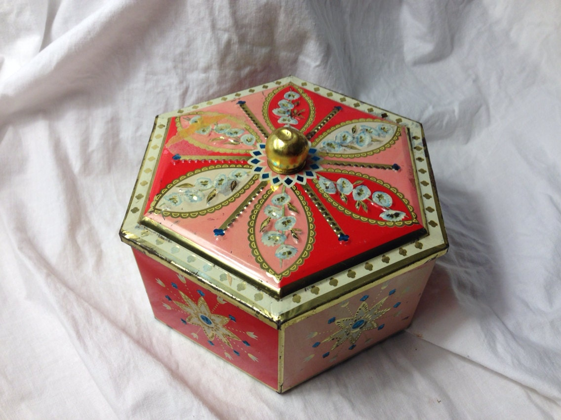 Decorative Metal Boxes With Lids : Items similar to vintage decorative tin box with finial