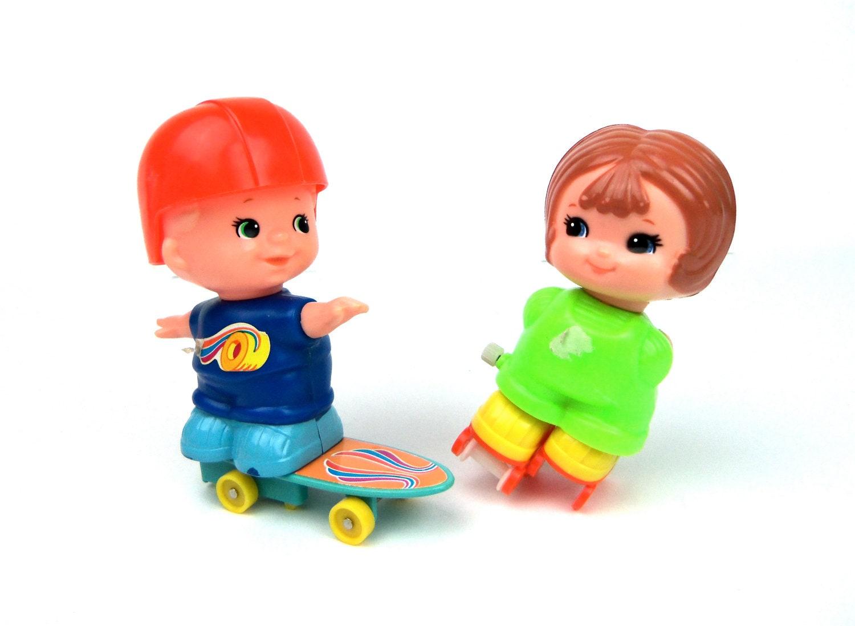 set of 2 vtg tomy wind-up toys, skateboarder, rollerskater, 1979 - Breelzebub