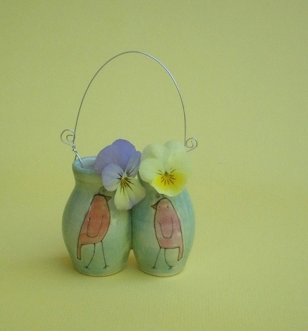 Hanging wall vase with birds