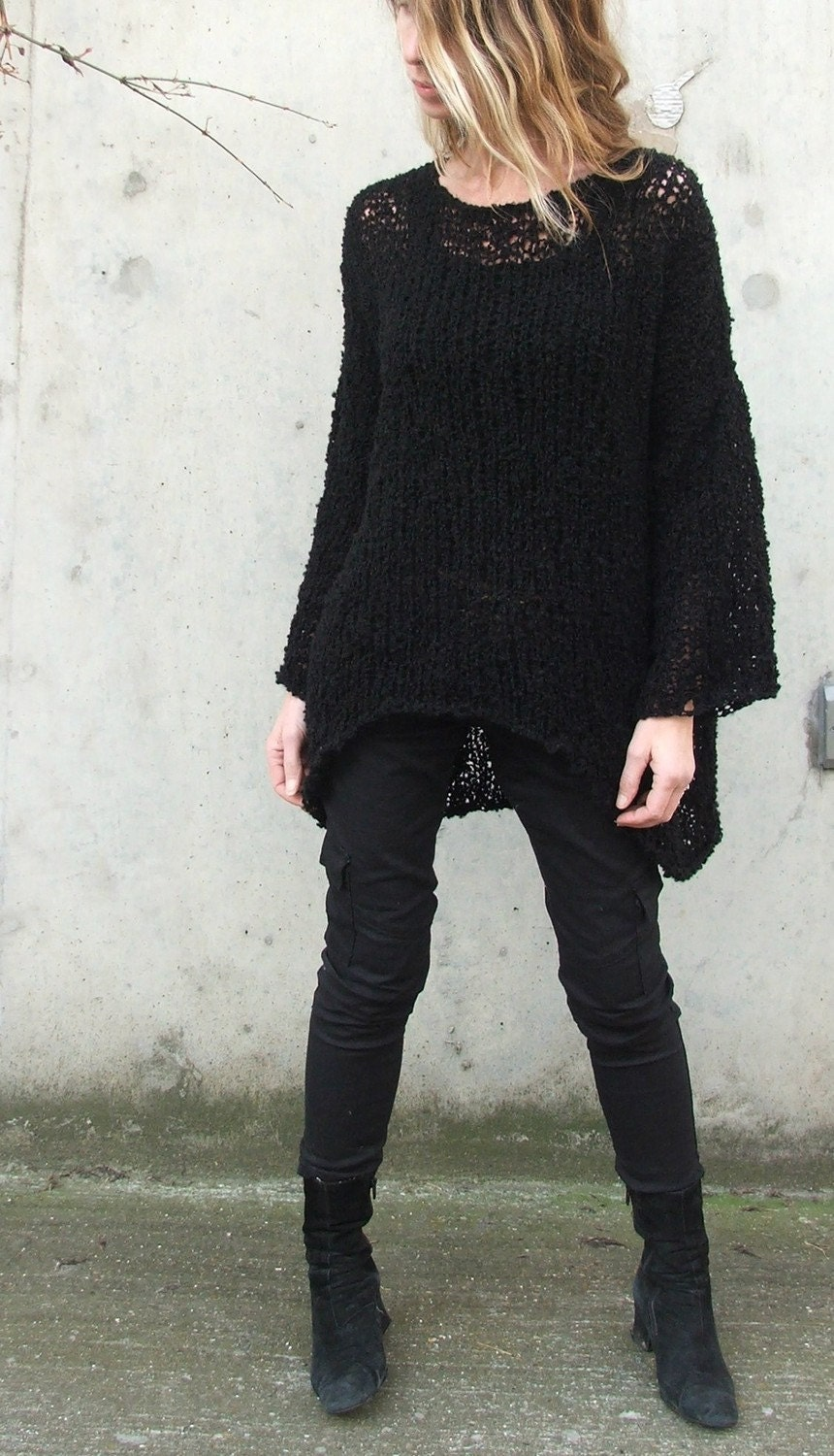 The iLE AiYE warm comfy sweater in Black