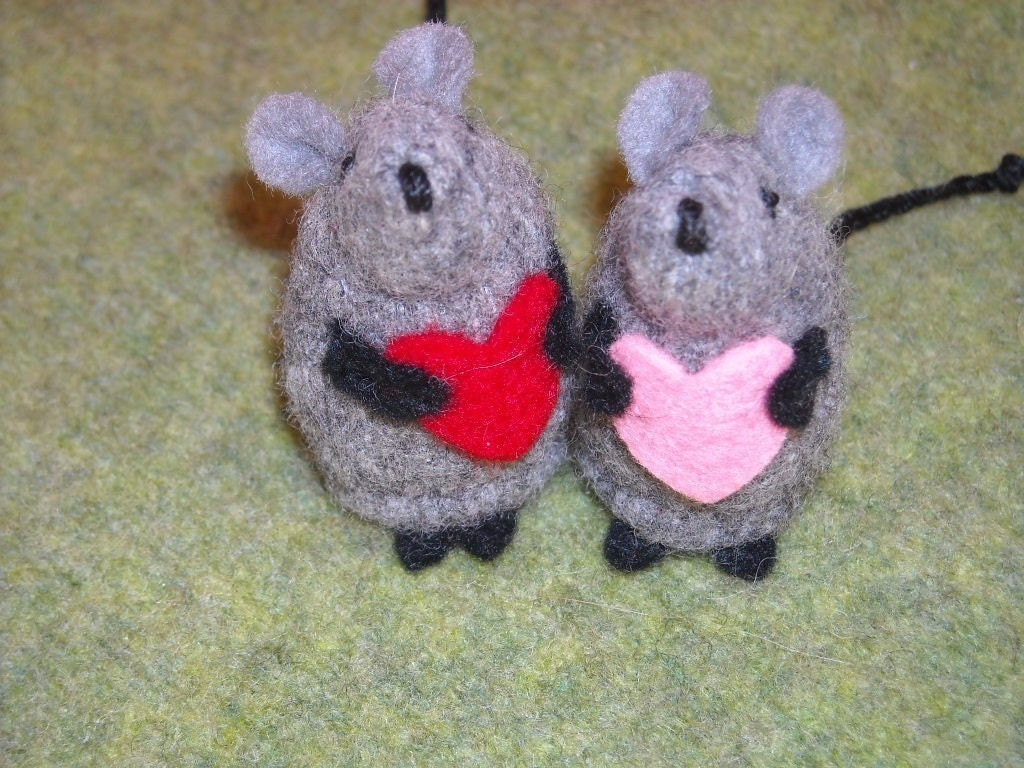 Sweet Wool Felted Valentine Mouse