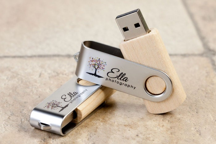 Personalised Wooden 8Gb USB Twister Stick