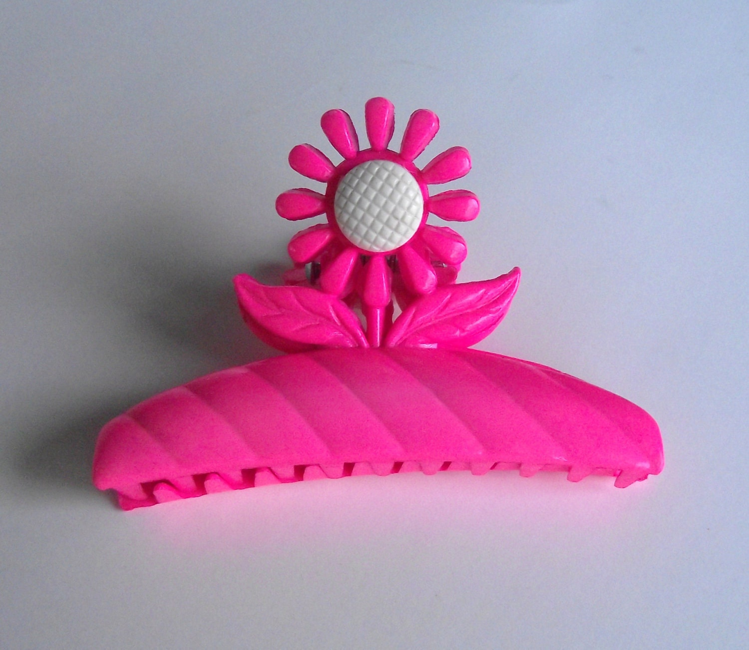 Hot Pink 1980s Flower Claw Style Hair Clip
