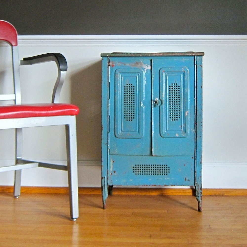 Vintage metal furniture refinishing