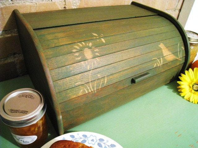 Olive green wooden bread box kitchen decor by sweetpeapickers for Olive green kitchen accessories