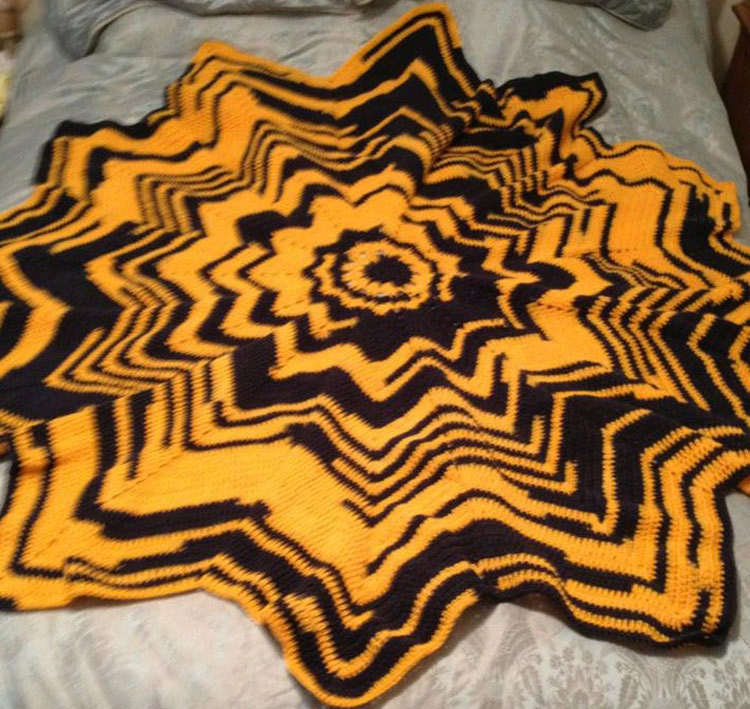 Maggie's Crochet   Holly Ripple Afghan and Pillow Crochet