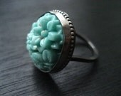 Tasty Turquiose Vintage Japanese Small Oval Glass Cocktail Ring - Size 9.5