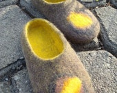 Felt slippers yellow/grey