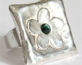 Adjustable large daisy square sterling silver with green swarovski crystal ring