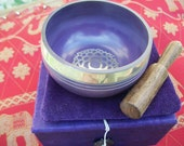 Tibetan Lotus Flower Singing Bowl, Violet Small Gift Set