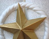 wall decor - star: gold and white