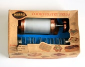 Vintage Mirro Cookie and Pastry Press