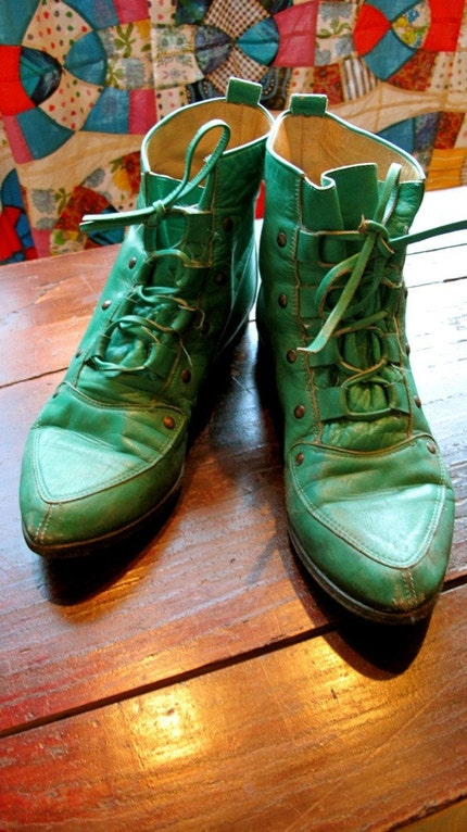 AMAZING and Soft Vintage 80s Kelly Leather Flat ankle boots that you will LOVE