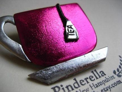 Tea cup pin in bright pink fushia