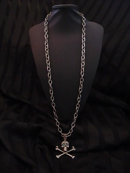 EVA Dark Glittering Eyes Skull Necklace