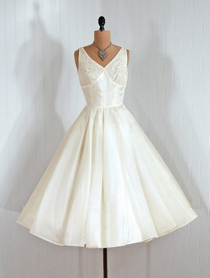 1950's Vintage Ivory-White Elegant Silk-Organza and Sequin Illusion-Lace Couture Shelf-Bust Plunge Rockabilly Princess Circle-Skirt Bombshell Ballerina-Cupcake Wedding Party Cocktail Gown Dress