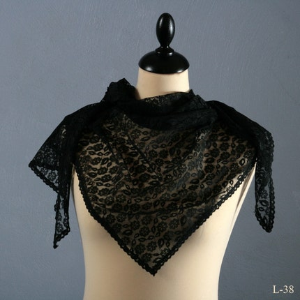 Vintage 70s BLACK TRIANGLE TRANSLUCENT LACE scarf
