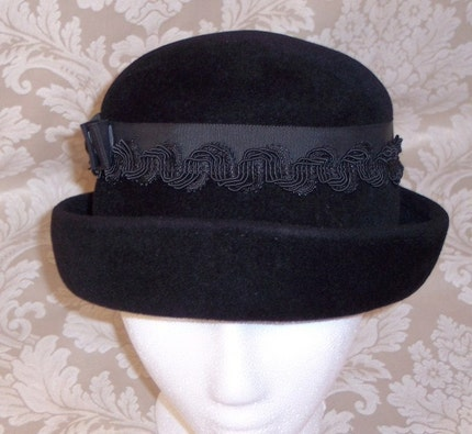 January Sale LUCILA MENDEZ EXCLUSIVE NEW YORK PARIS LABEL VINTAGE PEACHBLOOM VELOUR BLACK BOWLER HAT