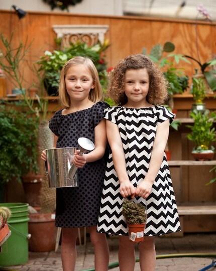 Black and white mod chevron stripe dress, short sleeves