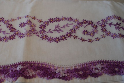BEAUTIFUL SET OF  2 VINTAGE 60S HAND EMBROIDER PILLOW CASES WITH LILAC PURPLE CROCHET TRIM