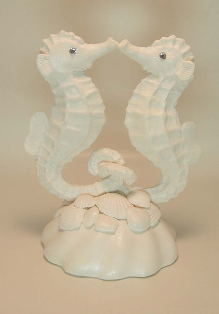 kissing seahorse cake topper