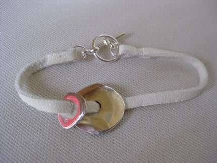 White leather bracelet with silver medallions
