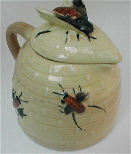 Bee Skep Honey Pot - Vintage Ceramic Table Honey Server