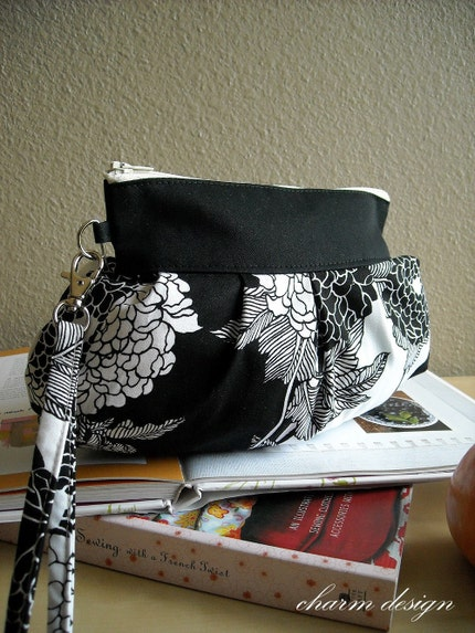 Black Flowers - Zipper Pouch with Clip (New style)