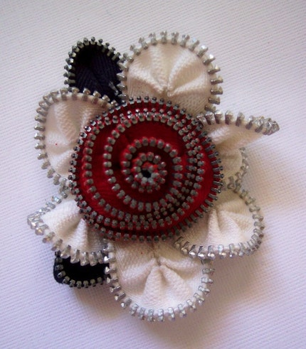 Red and white flower zip brooch, Etsy: ZipPinning