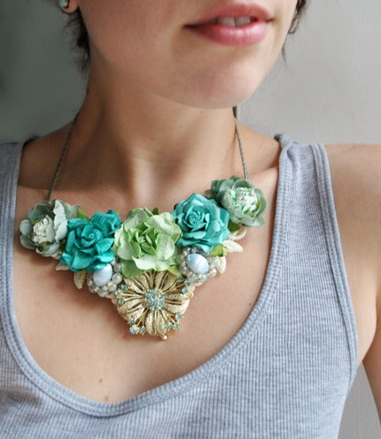 azul - floral necklace