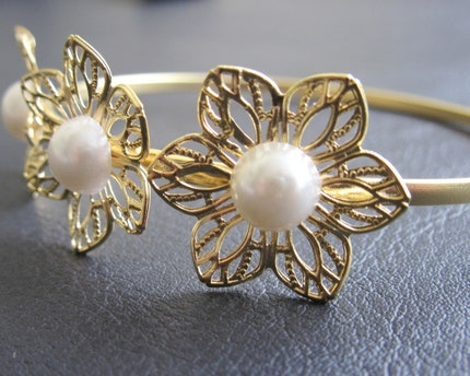 Flowers and pearls - elegant romantic gold bracelet