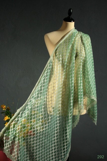 Vintage 50s delicate celebration or wedding RENAISSANCE style PERIDOT GREEN extra large airy LACE scarf or WRAP with SCALLOPED edges