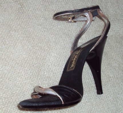 sz 7 70s 80s stiletto heel SEXY ankle strap sandals shoes