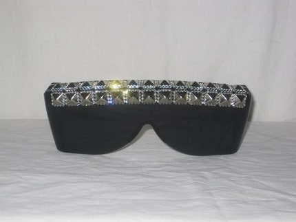 Rhinestone Pyramid Studded Sunglasses