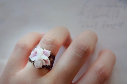 dreams of provence . a rose bouquet lace ring