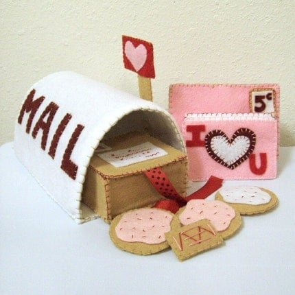 Felt Mailbox Pattern - PINK POST OFFICE - Send letters and cookies