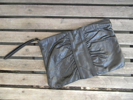 vintage. ON SALE AND FREE US SHIPPING Black Retro Clutch    NOW 19