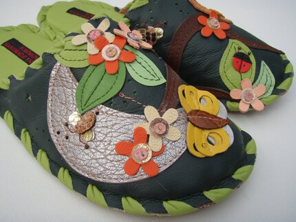 Leather slippers - Handmade by Karmen Sega - Green forest owl at night