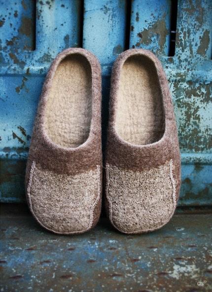 linen virus / Men felted slippers