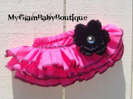 HOT PINK RUFFLED BUTT BABY BLOOMERS EDGED IN BLACK NEWBORN TO 18 MONTHS