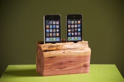 iPhone/iPod dual docking station by woodtec